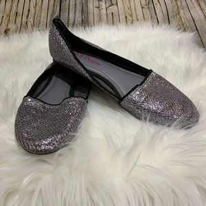 Pink and Pepper silver glitter flats shoes sz 7.5